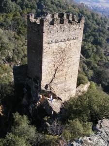 La tour carrée : face ouest avec la fissure