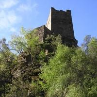 Vue de la Tour Carrée surplombant le ruisseau d'Albine