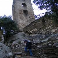 Le nouvel escalier au pied de la Tour Carrée