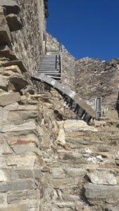 Tour Carrée de Colombières-sur-Orb : l'escalier extérieur